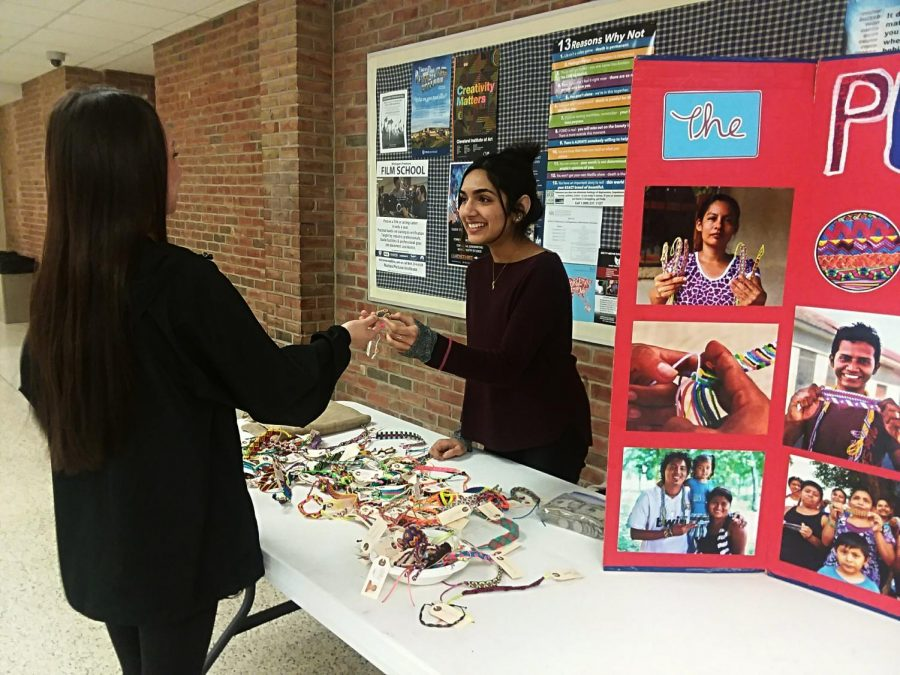 Student+Roma+Kamat+selling+pulseras+during+lunch.