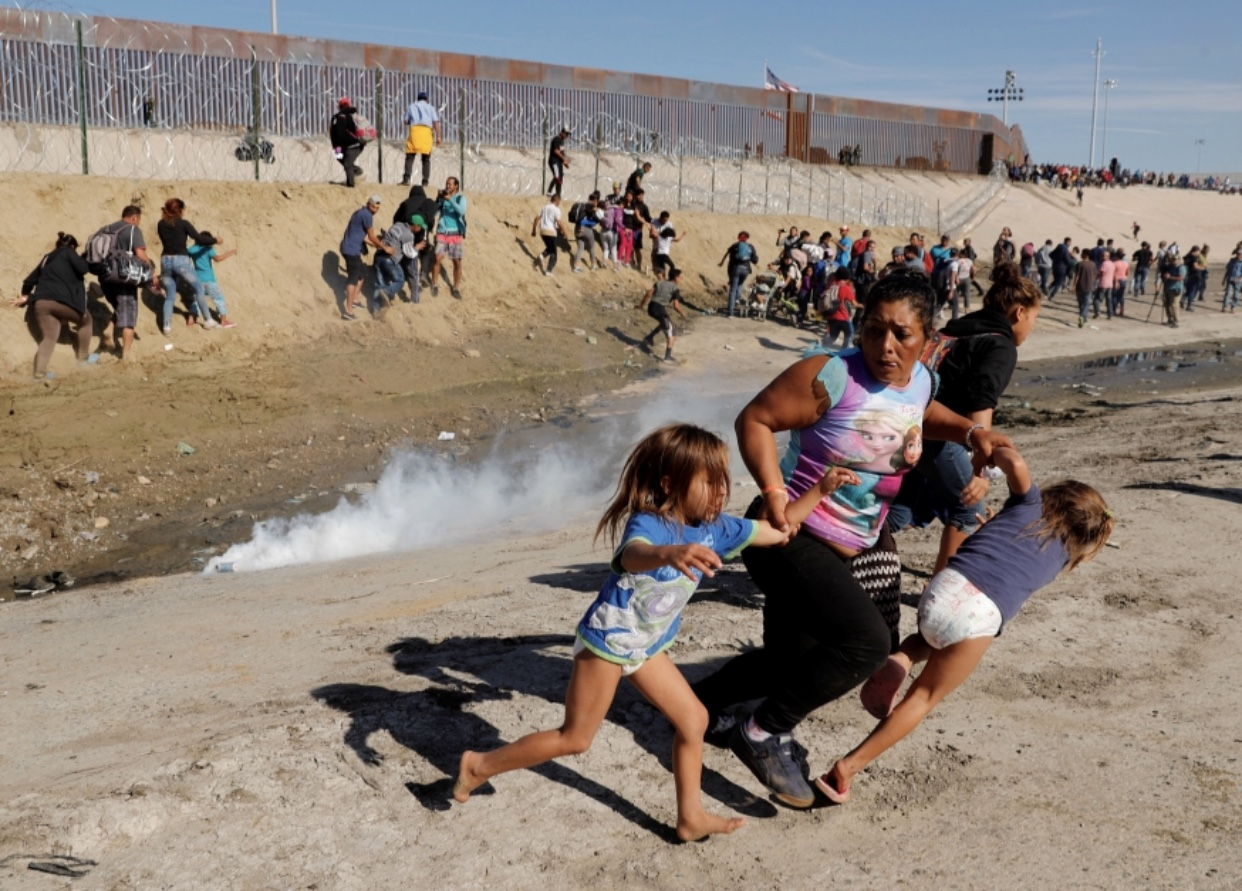 Maria Lila Meza Castro and her two twin daughters running from the tear gas.