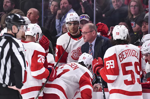 Steve Yzerman giving his team some encouragement.