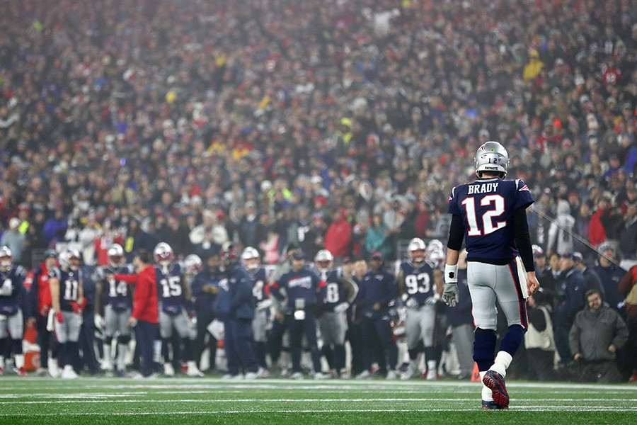 Brady+walking+to+the+sideline+after+throwing+an+%09+++++++%0Ainterception.%0A