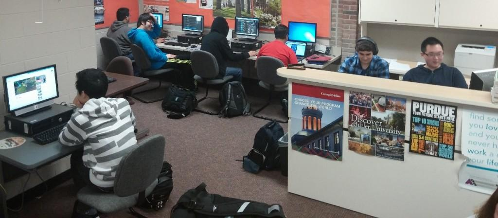 Students discuss League of Legends in the Career Center