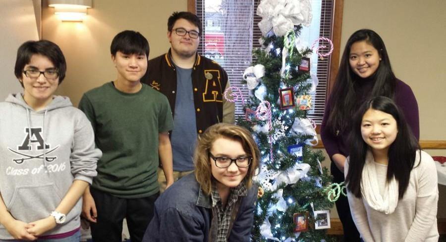 Art club students decorated a Christmas tree for display