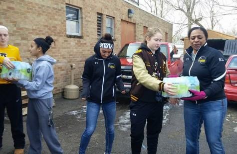 Varsity Girl's Basketball Team Donates Water to Flint