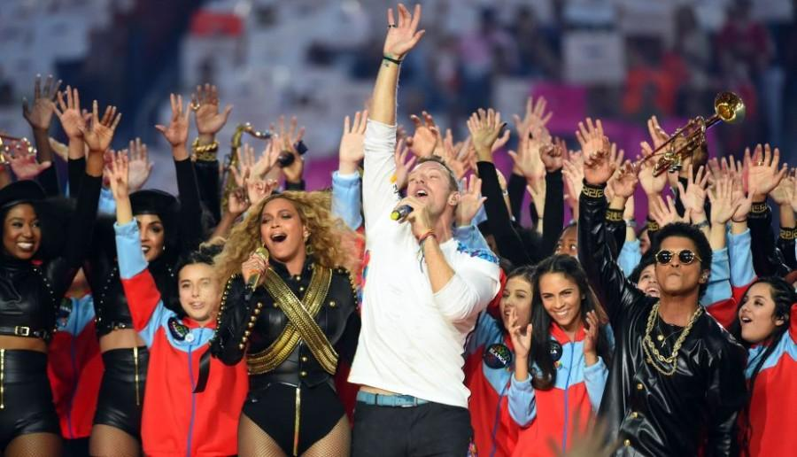 Feb 7, 2016; Santa Clara, CA, USA; Coldplay singer Chris Martin (center), recording artist Beyonce (left), and recording artist Bruno Mars performs during halftime between the Carolina Panthers and the Denver Broncos in Super Bowl 50 at Levi's Stadium. Mandatory Credit: Robert Deutsch-USA TODAY Sports