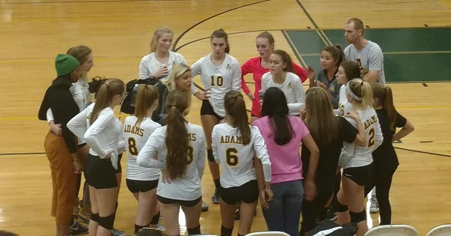 The+volleyball+team+in+the+huddle+right+before+the+third+game.