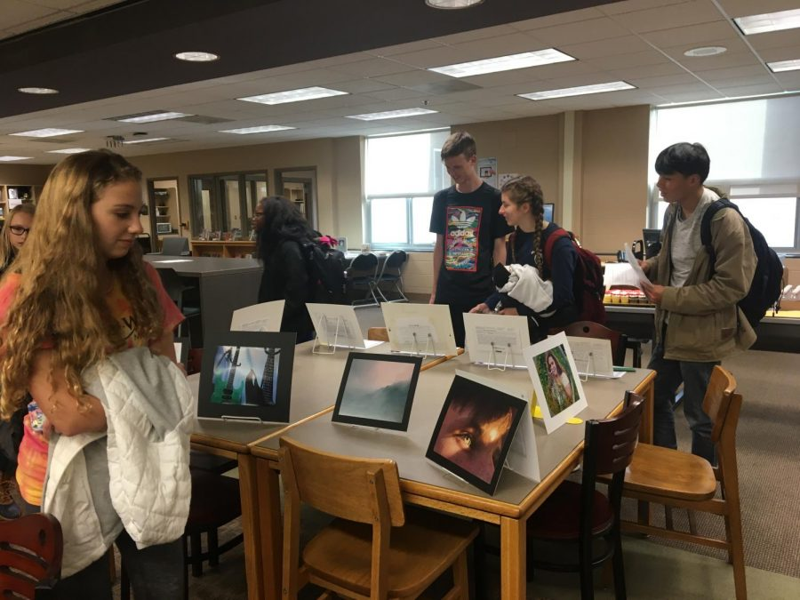 Students+admiring+the+artwork+of+the+Reflections+gallery.