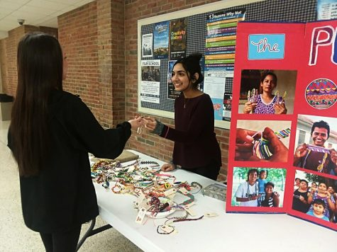 Spanish Club Participates in Pulsera Project