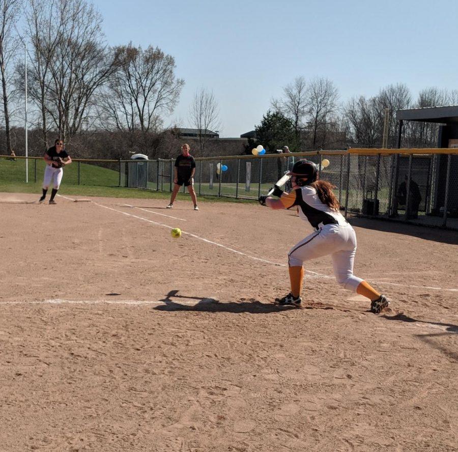 Andrea+Waac+bunting+the+ball.
