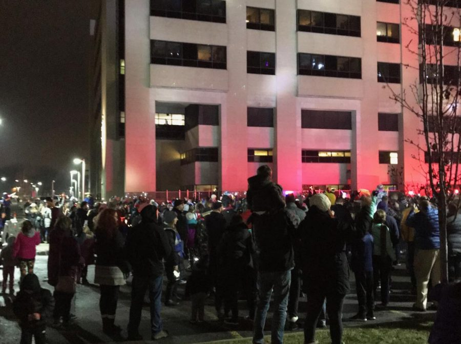 The+community+gathers+around+Royal+Oak+Beaumont+hospital+shining+their+lights+at+the+pediatric+patients.