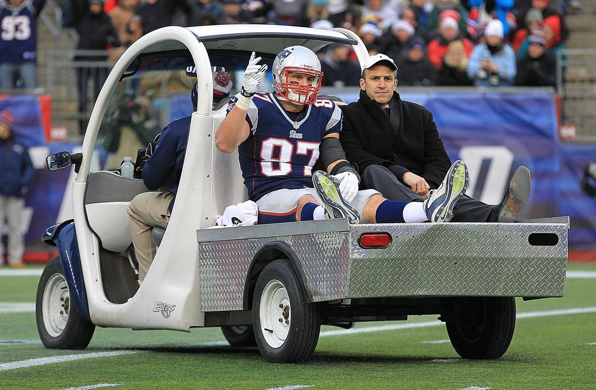 Rob Gronkowski taken away after thigh injury in 2017.