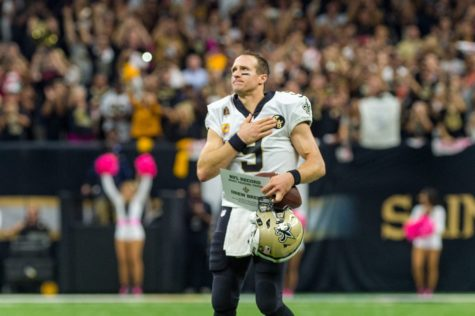 Drew Brees thanks the fans after breaking the NFL record for passing yards on Oct. 8, 2018.
