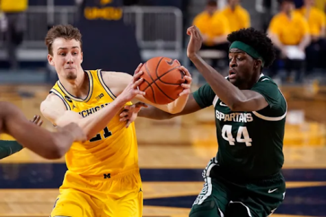 Michigan guard Franz Wagner driving on Gabe Brown